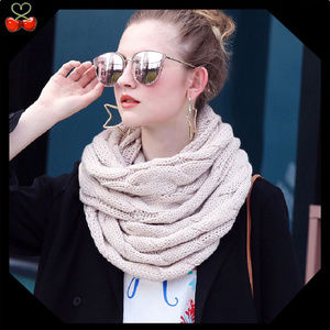 🍒 Luxury Knitted Infinity Scarf